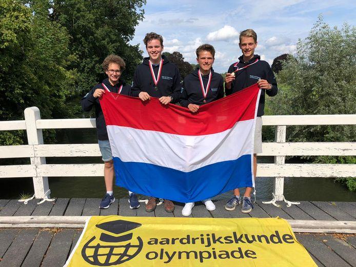Van links naar rechts Steffen Scheelings, Niek van Veenhuizen, Bob Jeurgens en Pepijn van Diggelen.