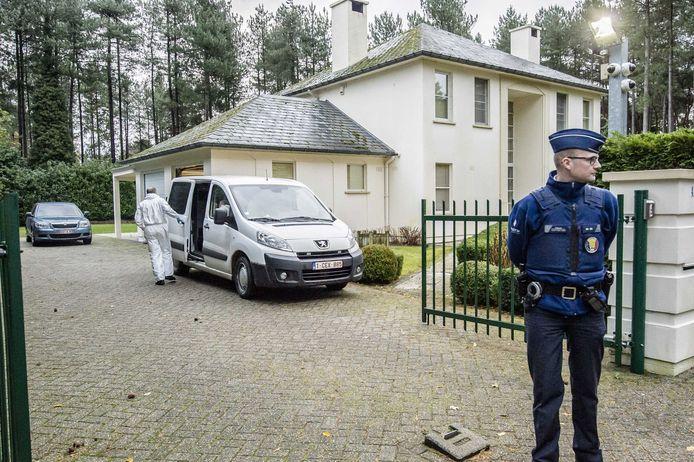 De villa waarin de Eindhovense zakenman Marcel van Hout dood werd gevonden. Zijn ex-vrouw woont er tegenover in een grotere woning. Ze is nu voor de zesde keer gearresteerd.