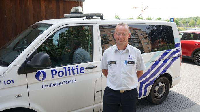 Korpschef Wim Pieteraerens is tevreden dat de schop eindelijk in de grond gaat.