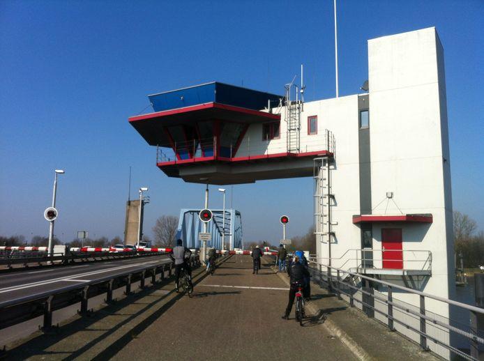 Draaibrug bij Sas van Gent.