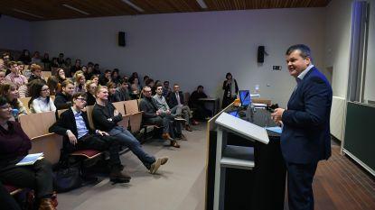 Vlaams minister Bart Somers (Open Vld) geeft gastcollege over politieke actualiteit
