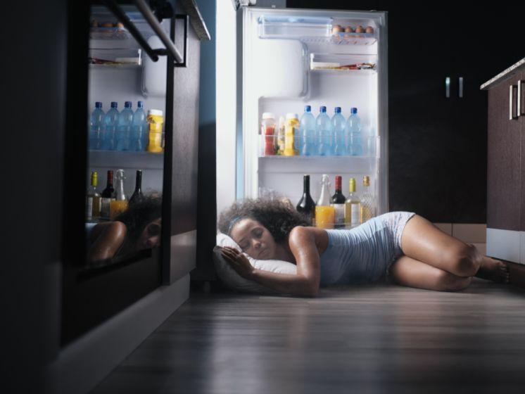 """""""Slaap niet naakt en neem geen koude douche"""": slaapexperte deelt advies om beter te slapen tijdens de hitte"""