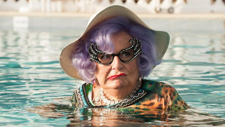 Barry Humphries als Dame Edna in Absolutely Fabulous. Beeld Fox Searchlight Pictures/AP