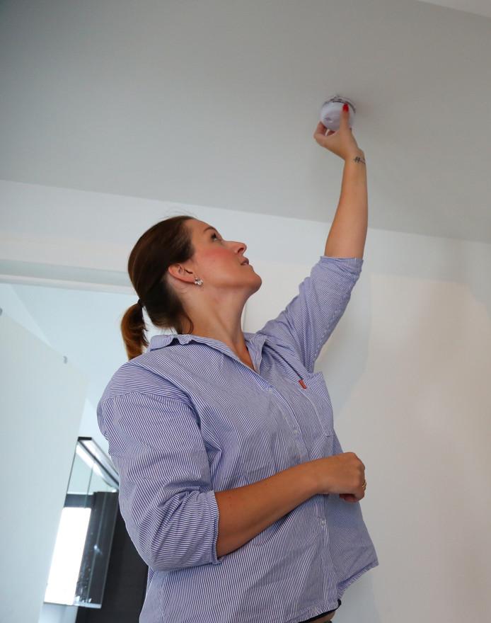Rookmelders kunnen levens redden en zijn vanaf begin volgend jaar verplicht op elke bouwlaag van je woning.