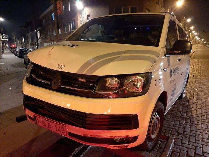 Na de achtervolging moest het voertuig van de politie getakeld worden.