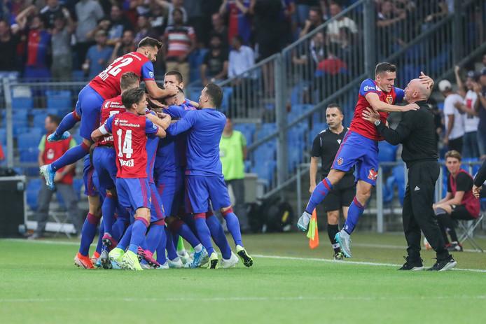 Feest bij FC Basel na een treffer.