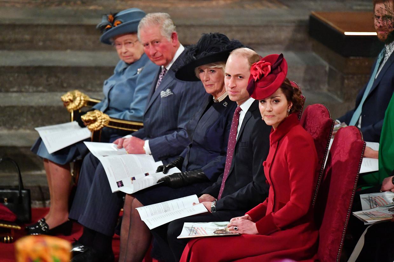 Koningin Elizabeth II, prins Charles, Camilla, hertogin van Cornwall, prins William en Kate Middleton wonen de jaarlijkse Gemenebestdienst bij in Westminster Abbey, Londen. Beeld Reuters