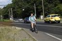 Fietsers moeten nu schuin de spoorweg oversteken. Dat zorgde in het verleden al meermaals tot volpartijen en ongevallen