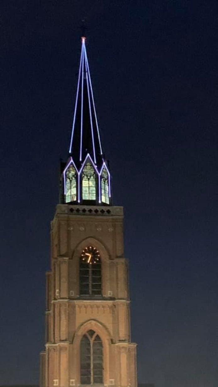 De lasers op de kerk op de Grote Markt.