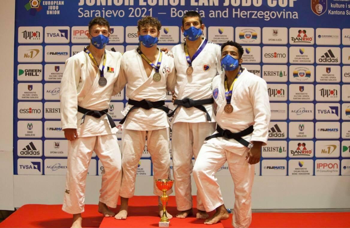 Jitse Van den Herrewegen (links) veroverde zilver op de European Cup in Sarajevo.