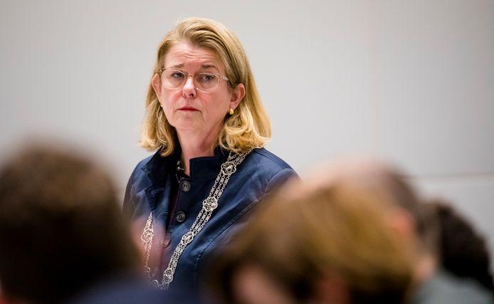 Burgemeester Pauline Krikke tijdens een vergadering van de gemeenteraad.