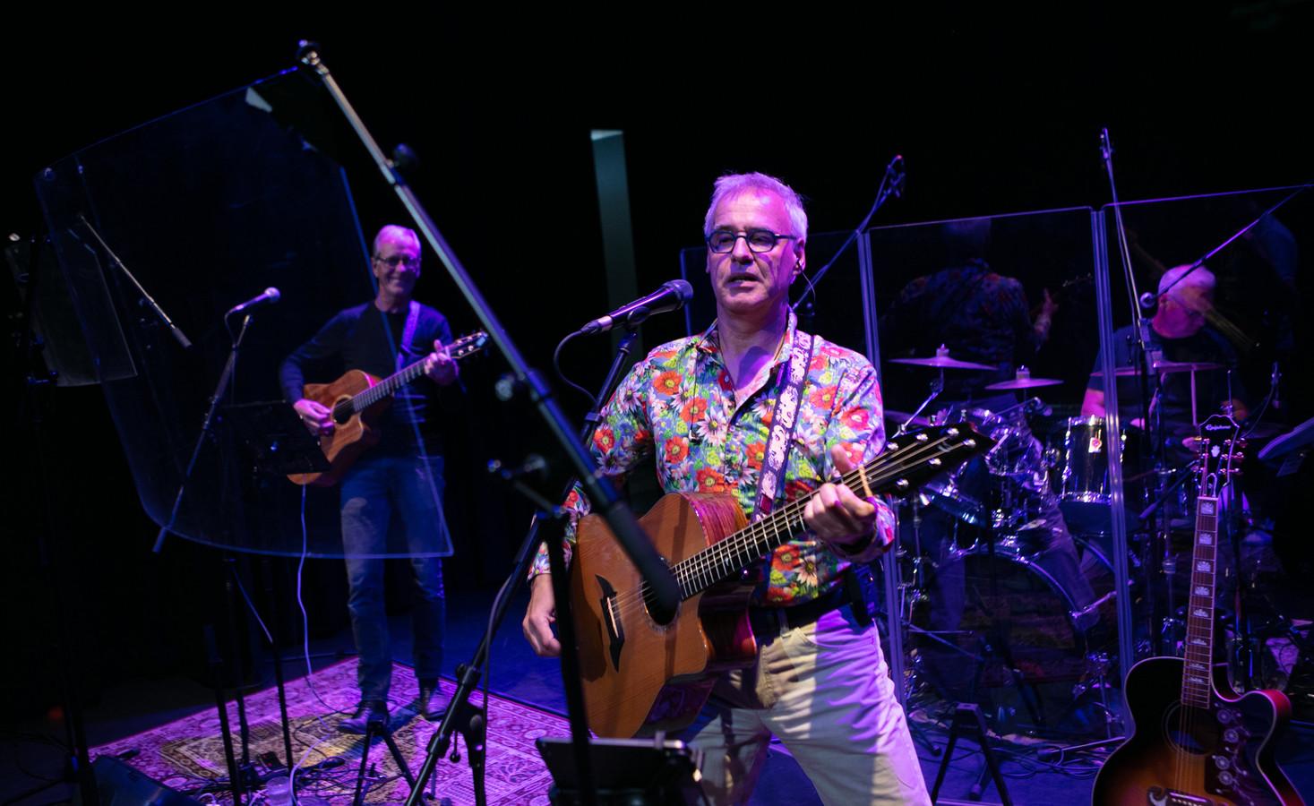 De band Memory Lane verbrak in juni de maandenlange corona-stilte in het Dalfser theater De Stoomfabriek. Het optreden werd gevolgd door een dertigtal gasten in het theater en thuis via een livestream. Dit najaar treedt de band nog vier keer op in De Stoomfabriek.