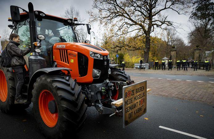 Naar schatting duizend boeren protesteerden dinsdag in Den Haag tegen het stikstofbeleid.
