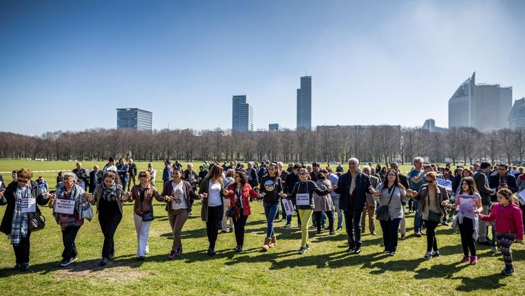 In aanloop naar het referendum was op zondagmiddag in Den Haag een betoging van nee-stemmers georganiseerd. Er werden 1500 mensen verwacht, maar het werden er slechts een paar honderd. Beeld Freek van den Bergh / de Volkskrant