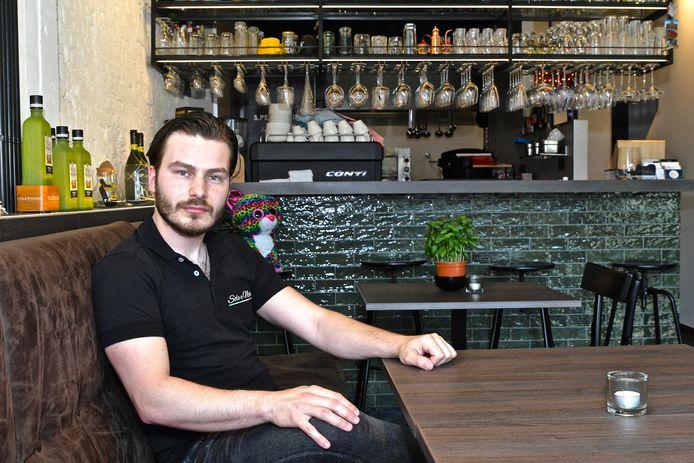 Valentino Cimmino geniet er van om zijn nieuwe zaak eindelijk echt te delen met de klanten.