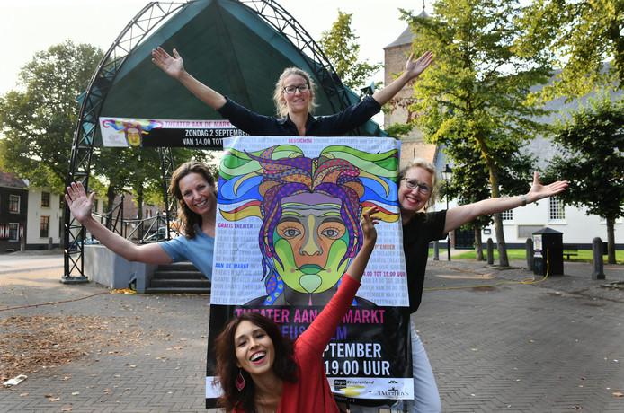 Vanaf links met de klok mee: Annemarie Schouten, Annemarie Klein, Tineke Holst en Nadie Reyhani.