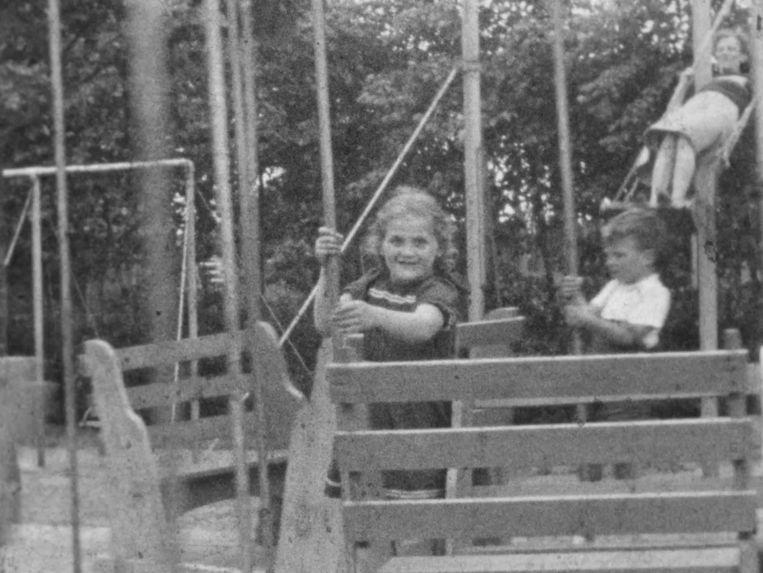 Lea Cohen in de speeltuin, zomer 1944. Beeld Fries historisch centrum Tresoar
