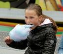 Nog volop plezier op Van Bergenplein. De suikerspin blijft een hit.