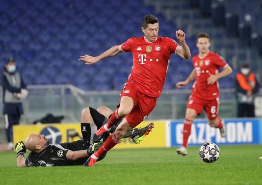 Robert Lewandowski glipt voorbij Pepe Reina voor de 0-1. Het was voor Lewandowski zijn 72ste goal in de Champions League.