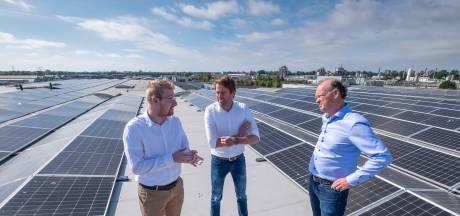 Weststrate legt 1182 zonnepanelen op dak maar vindt dat procedure erg veel energie kost