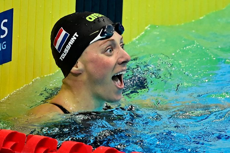 Kira Toussaint na haar winst  op de EK zwemmen in Boedapest. Beeld AFP