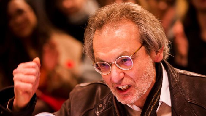 Docent Robert Valkhoff tijdens een persconferentie in het Bungehuis.