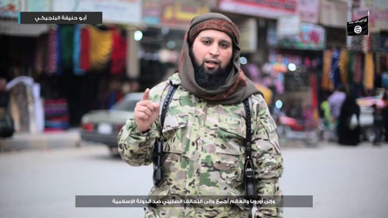 Hicham Chaib in een dreigvideo van IS na de aanslagen in Brussel.