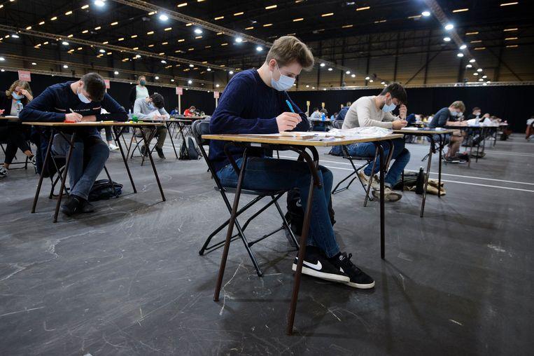 Vorige week legden studenten van hogeschool HoGent examens af in Flanders Expo. Beeld Photo News