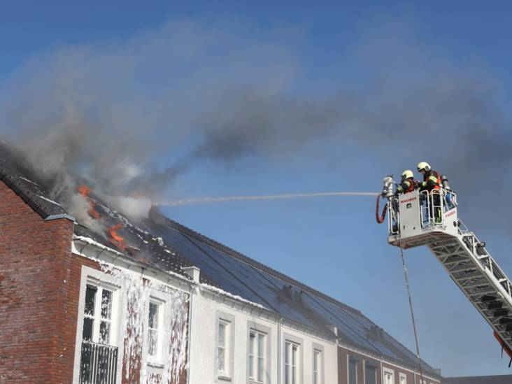 Zonnepanelen vliegen in brand op nieuwbouwwoning in Sint-Oedenrode
