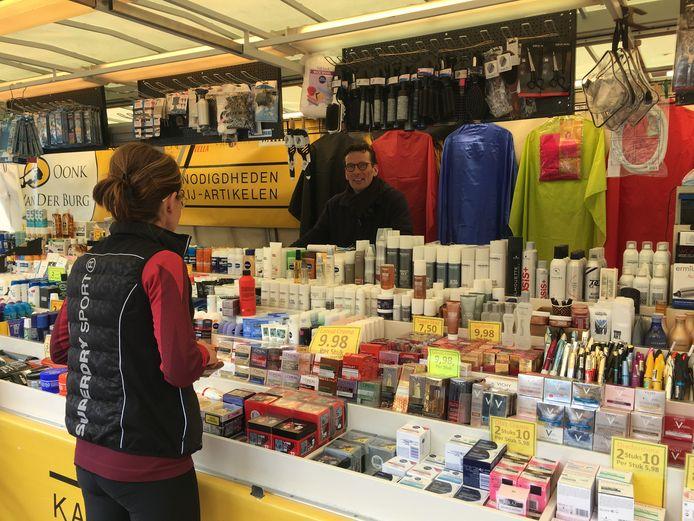 De markt in Haaksbergen is weer compleet, nu de non food handelaren hun spullen weer mogen verkopen.