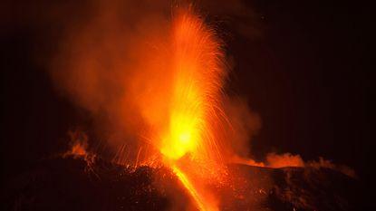 Vulkaan Etna spuwt lava