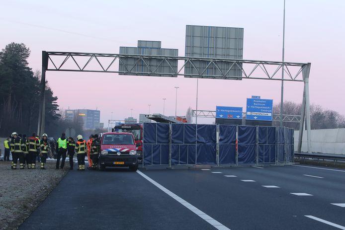 Bij het ongeluk op de A59 bij Rosmalen waren drie doden te betreuren.