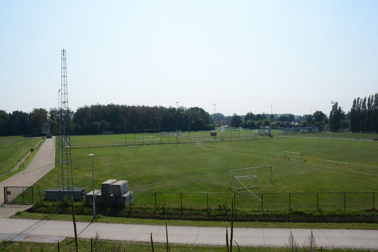 Geen enkele van de vier huidige velden in de sportzone groene putte voldoet aan de normen om in derde amateurklasse te spelen.