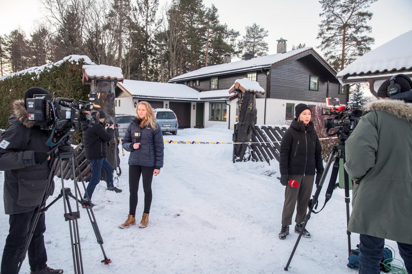 Verslaggevers voor het huis van Tom Hagen en zijn vrouw Anne-Elisabeth Falkevik Hagen