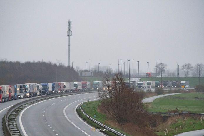 De file vanuit de haven van Calais reikt tot voorbij Adinkerke.