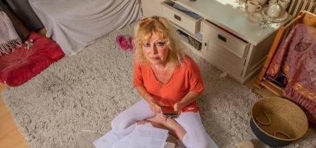Achterhoekse Nelleke viel van ene verbazing in de andere na WhatsApp-fraude: 'Wat ben ik door de mangel gehaald'