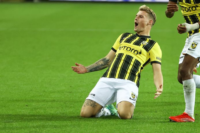 Nikolai Baden Frederiksen viert een Europese goal tegen Anderlecht.