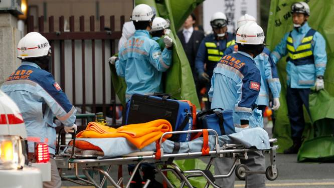 Dak stort in op 600 vierende studenten in Tokio
