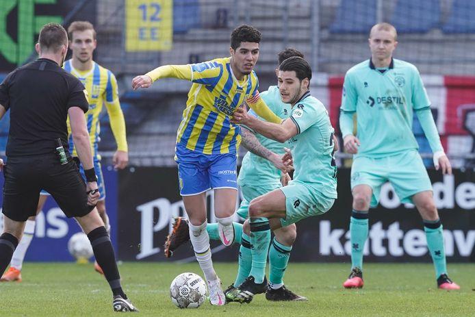 Anas Tahiri raakte vorig seizoen zijn basisplaats kwijt, maar leidt tegenwoordig nog zelden balverlies bij RKC Waalwijk.