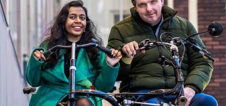 Dankzij de duofiets kunnen Anjanee en haar man Sander, die een herseninfarct had, weer samen fietsen