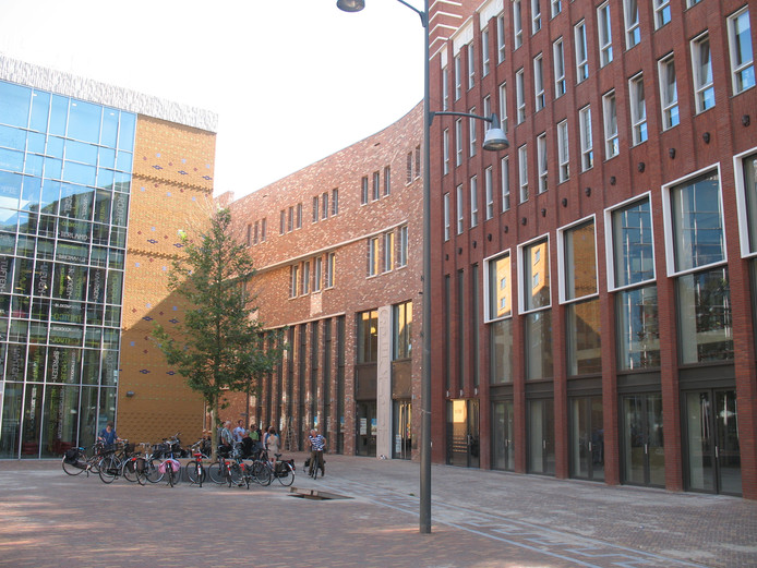 Gebouw Spectrum (midden) vormt samen met de Cultuurfabriek (links) het culturele hart van Veenendaal.