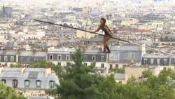 VIDEO. Hoogtevrees? Deze vrouw koorddanst op 35 meter hoogte