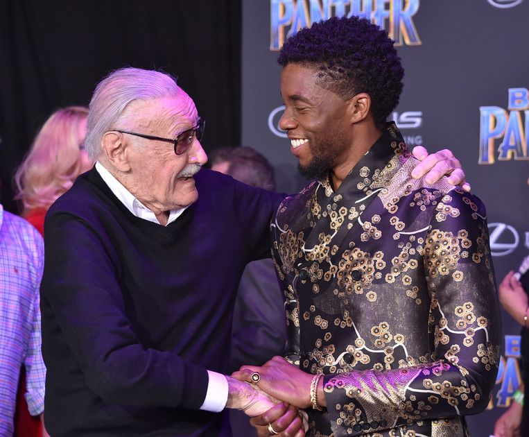 Marvel-bezieler Stan Lee en Chadwick Boseman op de première van 'Black Panther' in Los Angeles. Beeld Photo News