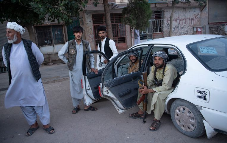 Milities in Herat op 2 augustus, toen ze de Taliban nog af wisten te houden. Herat viel na twee weken strijd op 13 augustus in handen van de Taliban. Beeld Massoud Hossaini