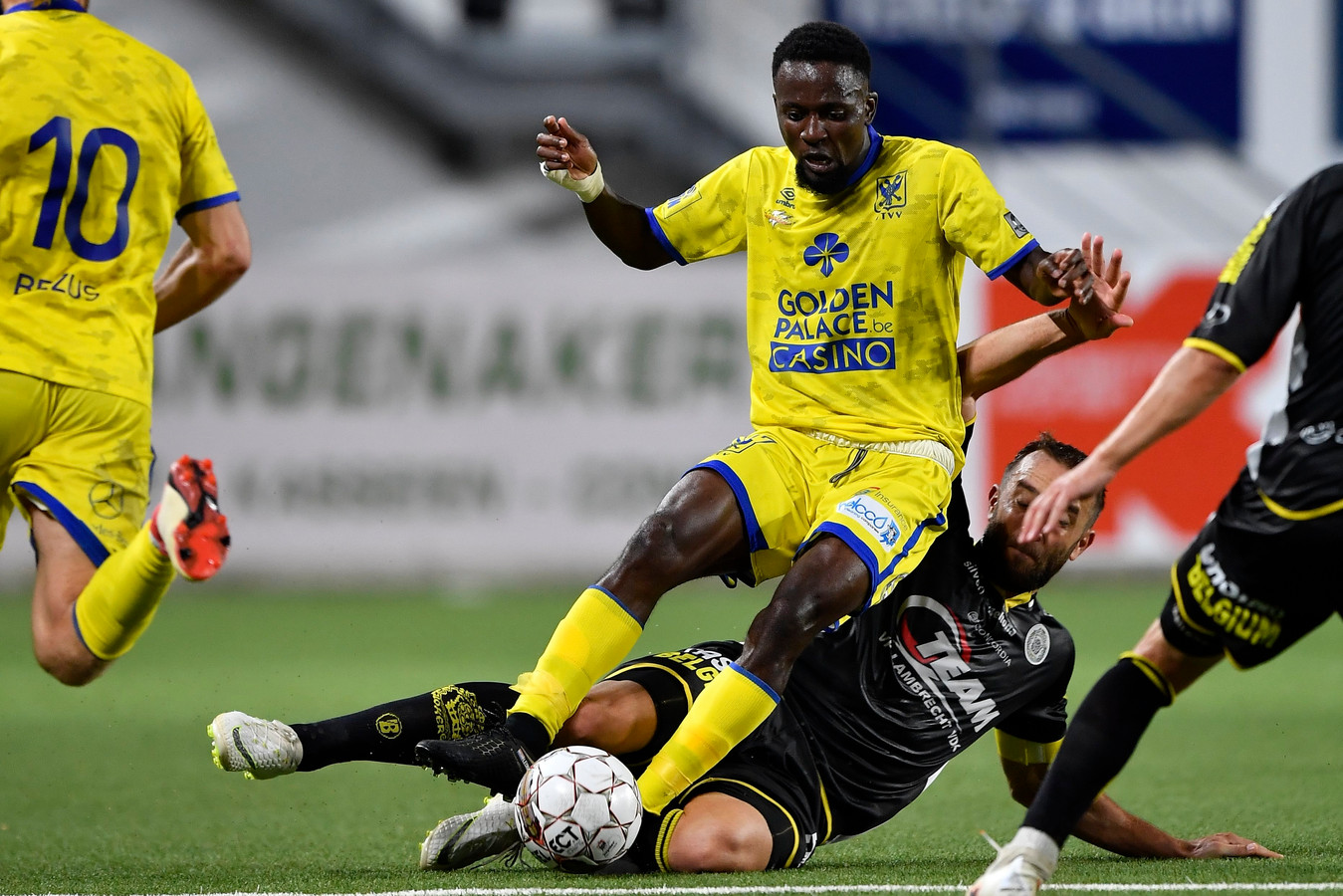 Buya Turay in het shirt van STVV.