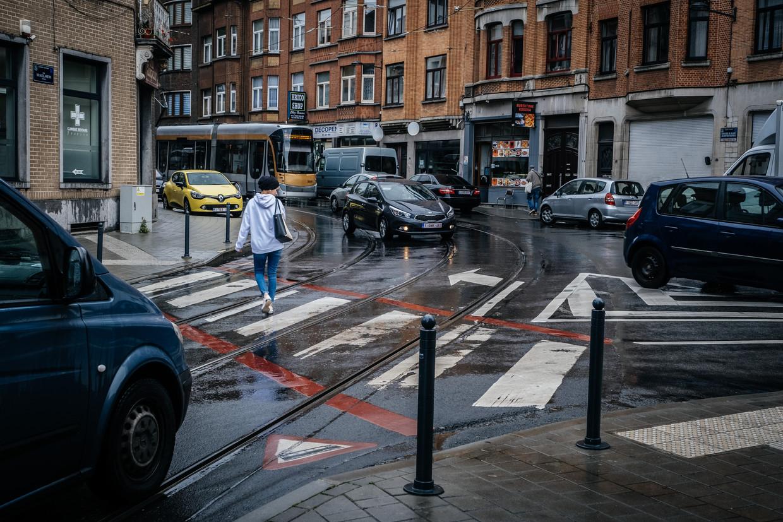 Het kruispunt van de Waelhemstraat en Helmetsesteenweg in Schaarbeek, waar donderdagochtend een ongeval met vluchtmisdrijf plaatsvond. Beeld Wouter Van Vooren