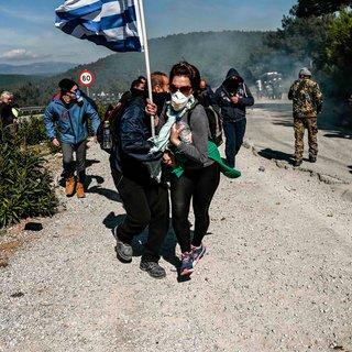 Grieken vechten tegen Grieken op Lesbos: 'Niet nóg een kamp, dit is geen leven'