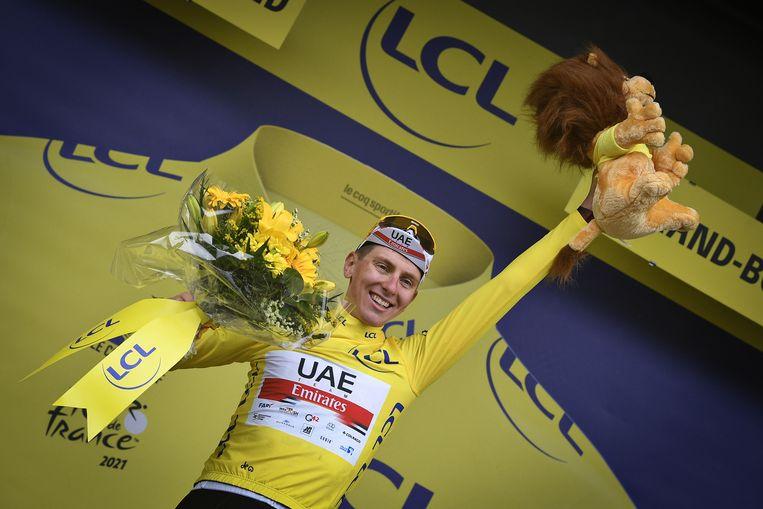Tadej Pogacar won de Tour vorig jaar op de een na laatste dag en reed daarom pas 1 dag in het geel. Het is de vraag of hij de trui deze Tour nu nog afstaat. Beeld BELGA