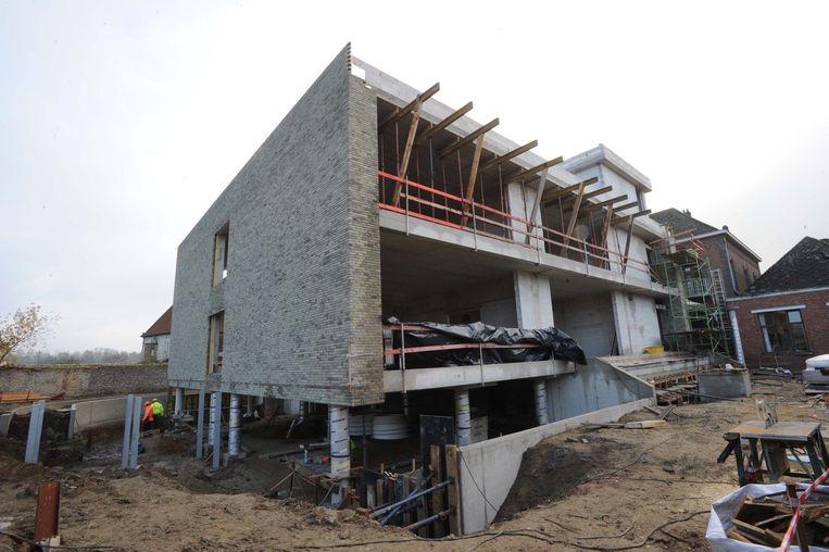 De nieuwbouw van de Sint-Cajetanusschool is volop in opbouw. Dinsdag kwam de inspectie alvast een kijkje nemen.
