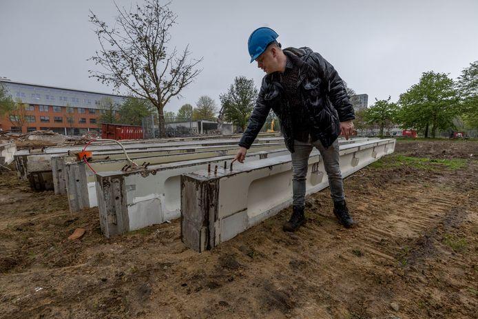 Projectleider Jeroen Ebbers bij de sloop van het Paviljoen van de TU Eindhoven. Deze kraamkamer van de TU/e maakt plaats voor de bouw van ruim 700 studentenwoningen.